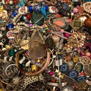 GREAT DEAL 2.5 lb Jewelry, Charms, Pendant…